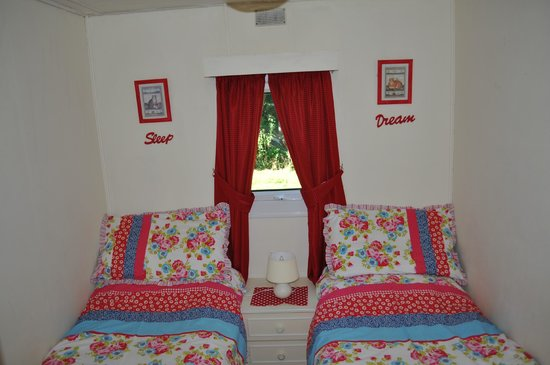 Grewgrass Lodge: Two single bed room