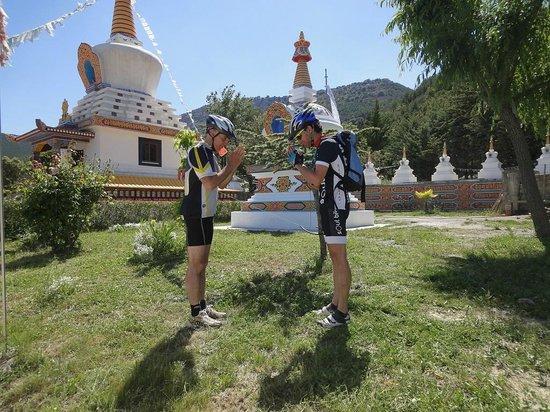 Verdebike: Monasterio Budista de Pañillo