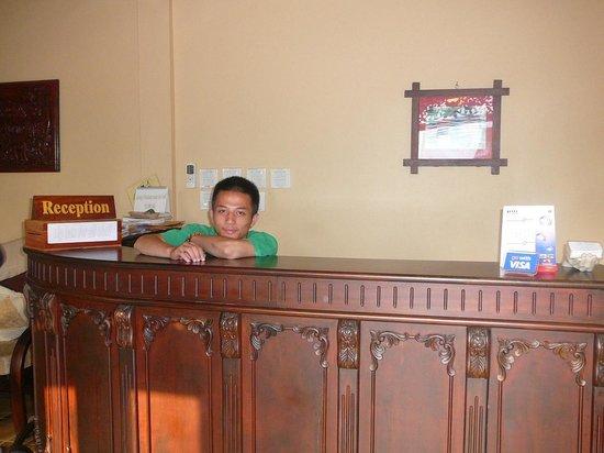 Villa Meuang Lao: front boy