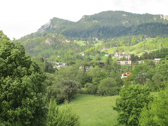 Hotel Schatzmann: view outside hotel