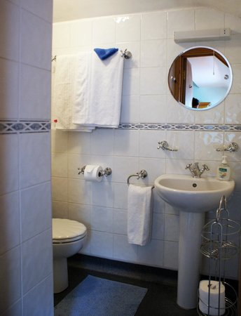 Gable End Guest House: Bathroom