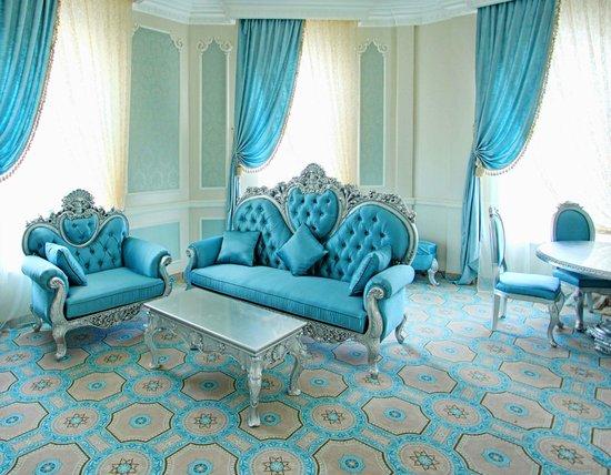 Royal Grand Hotel: Room