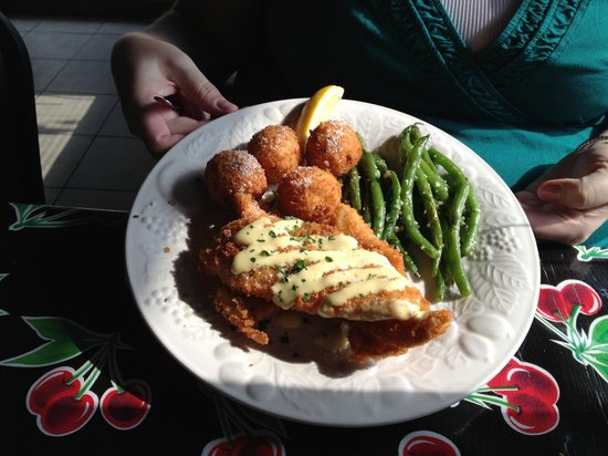 Lola & Guiseppe's Trattoria: Sole filets with garlic aioli, fried risotto balls, and garlic green beans