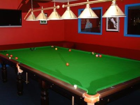 Lyons Robin Hood Holiday Park: Our O'Neills Irish Bar houses a full size pool table and regular entertainment weekly