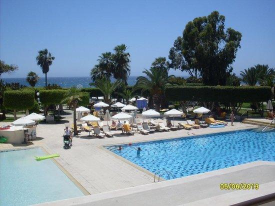 Elias Beach Hotel : Pool view fom the Terrace bar