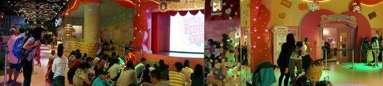 Sanrio Hello Kitty Town : One of the mini shows