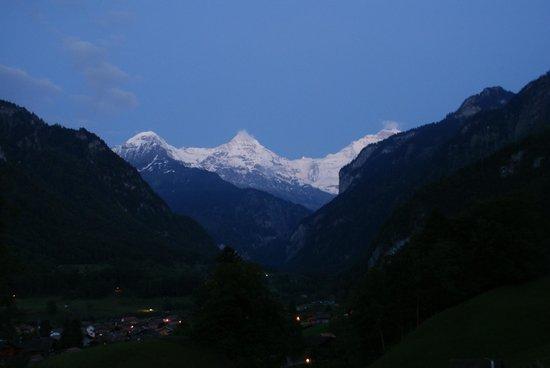 Hotel Berghof Wilderswil-Interlaken: Nightfall