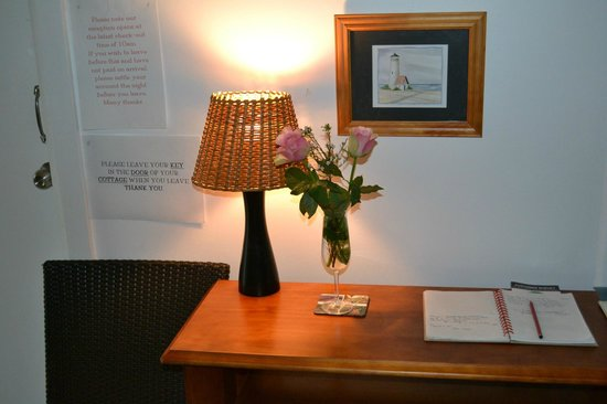 Giants' Table and Cottages: Throwleigh Cottage Lounge Room 3/3