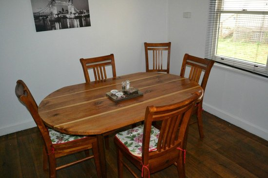 Giants' Table and Cottages: Throwleigh Cottage Dinning 2/2