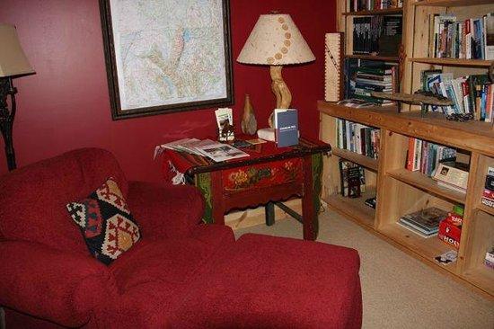 Bentwood Inn: Library