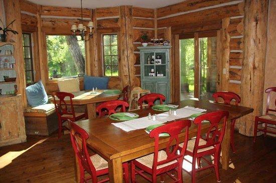 Bentwood Inn: Dining
