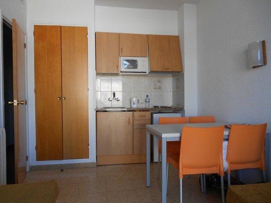 Bolero Park Apartments: very basic kitchen