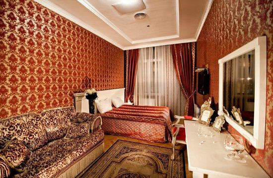 Royal Hotel de Paris: room