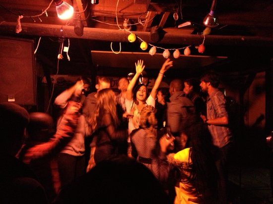 Jungle Monkey Backpackers: Party time