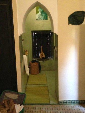 salle de bain typiquement Marocaine - Photo de Riad des Drôles ...