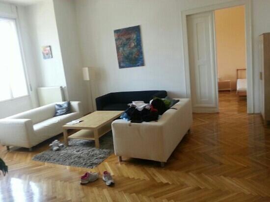 4YOU CityCenter Apartments: A sala gigante do apto de 3 quartos