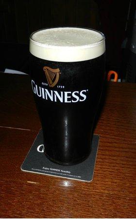 MacLaren's Irish Pub: Guinness