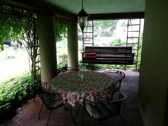 The Lancaster Bed and Breakfast : Patio