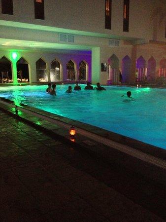 Scheherazade Hotel Sousse: courtyard pool at night
