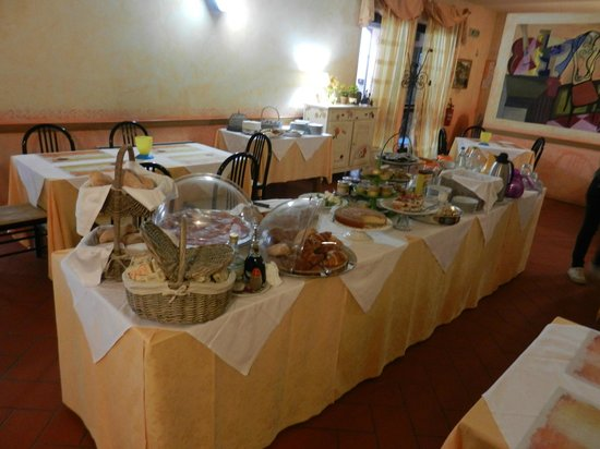 Molino D'Era: Extensive breakfast buffet