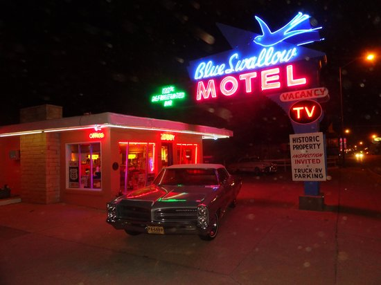 Blue Swallow Motel: night lights