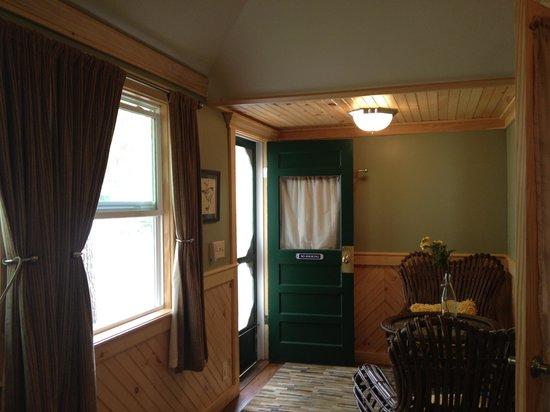 Hinckley's Dreamwood Cabins: entryway