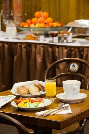 Prague Inn: breakfast