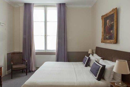 Hotel des Saints-Peres - Esprit de France: A guestroom / Une chambre