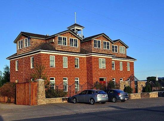 Torrey Schoolhouse B&B Inn: the B+B