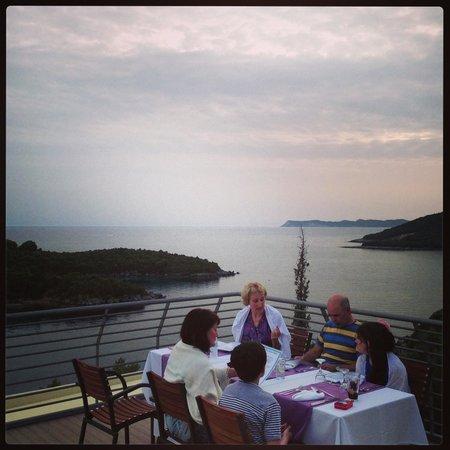 Neilson Retreat Beachclub: Terrace Dining