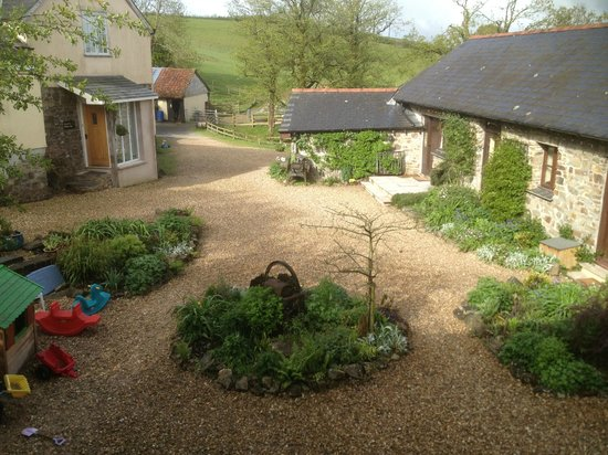 North Hayne Farm Cottages: North Hayne Farm Courtyard from Samuel Whiskers