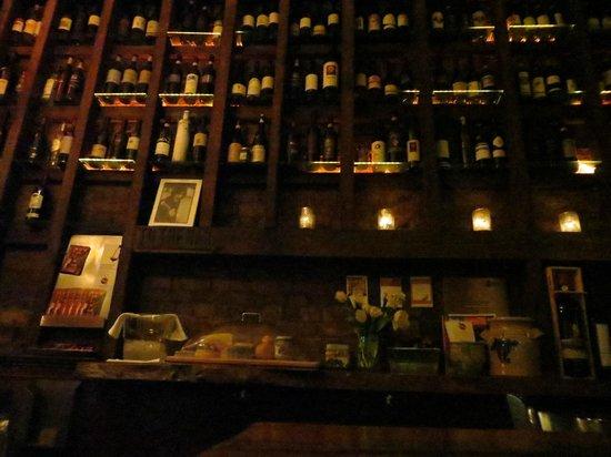 Aroma Kitchen & Winebar: wine