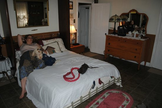 Highland House: Relaxing in a quaint pet friendly room
