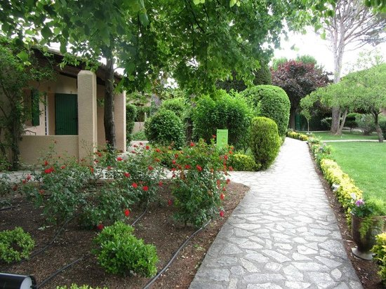 Auberge de Cassagne & Spa: une partie du jardin