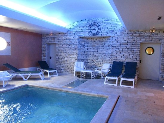 Piscine int rieure picture of auberge de cassagne spa for Salon piscine avignon 2017