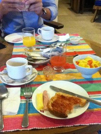 Quinta Azul Boutique Pousada: Tomando o café da manha