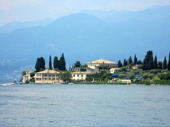Residenza Turistico Alberghiera Doria: Garda Coartline