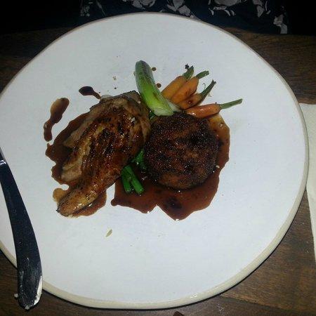 The Ebrington Arms Restaurant: Duck with hash and veg