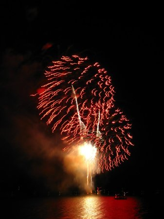 Sunshine Charters Day Tours: Firework cruises