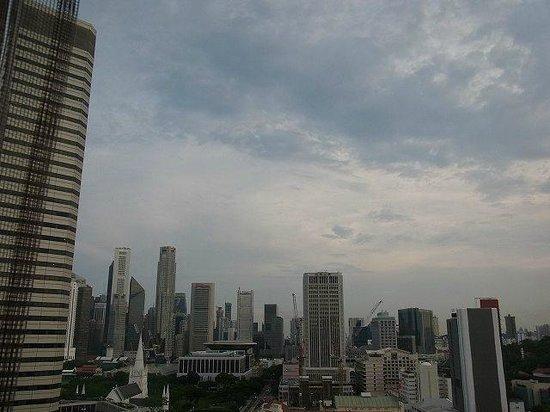 Carlton Hotel Singapore: 部屋からの眺め。左手にはラッフルズシティやスイソテルザスタンフォードなるが見えます。