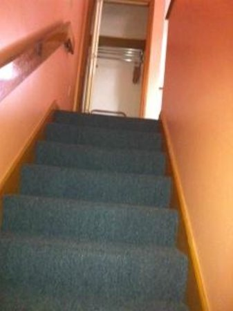 Brentwood Motor Inn : town house 111 stairs