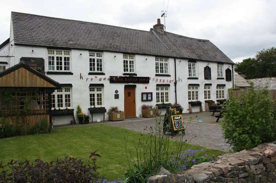 The Raven Inn: Front view