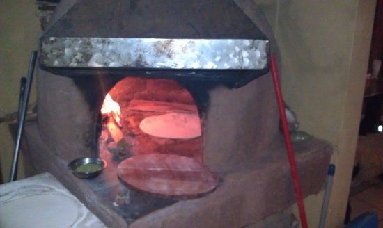 Pizzeria-Cafe Dinos: wood fire oven