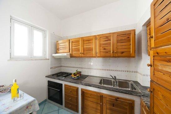 Appartamenti Baia di Citara: cucina