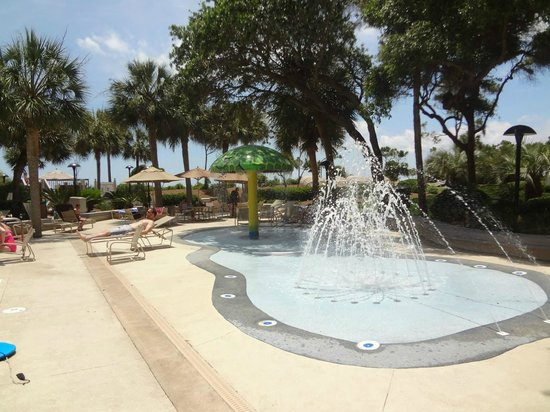 Marriott's Monarch at Sea Pines: Kiddie water play area with fountain