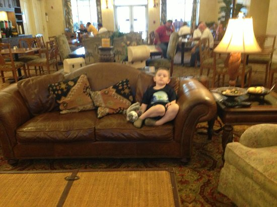 Homewood Suites Pensacola-Arpt (Cordova Mall Area) : Lobby/reception area, near dining area
