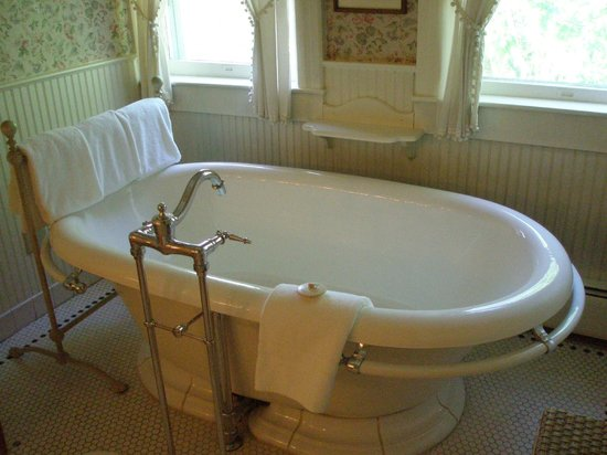 The 2-person soaking tub in room #435 - Picture of The Red Lion Inn ...