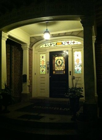 Fairholm National Historic Inn: Front door's stained glass