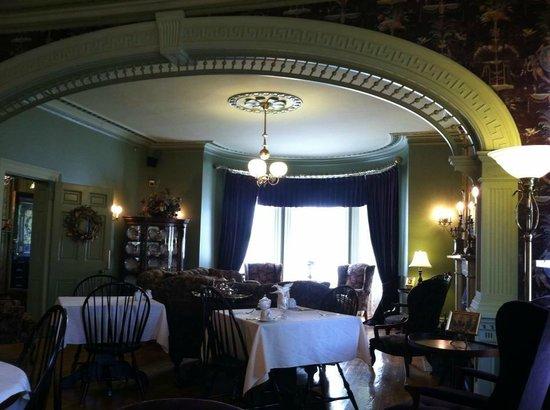 Fairholm National Historic Inn: Breakfast nook/parlor