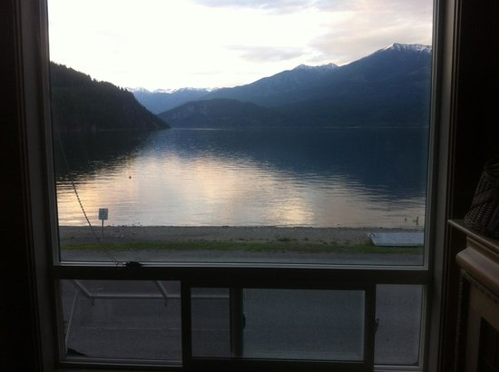 Beach Gables Guesthouse Motel: Kootenay Suite View